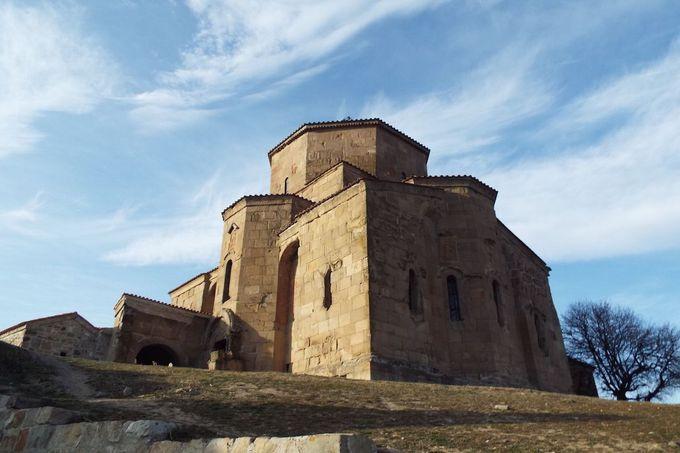 丘の上に建っている「ジュワリ修道院」