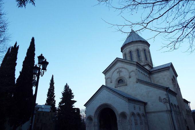 街に溢れるキリスト教文化と教会たち