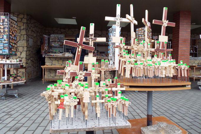 観光客も十字架を購入できる