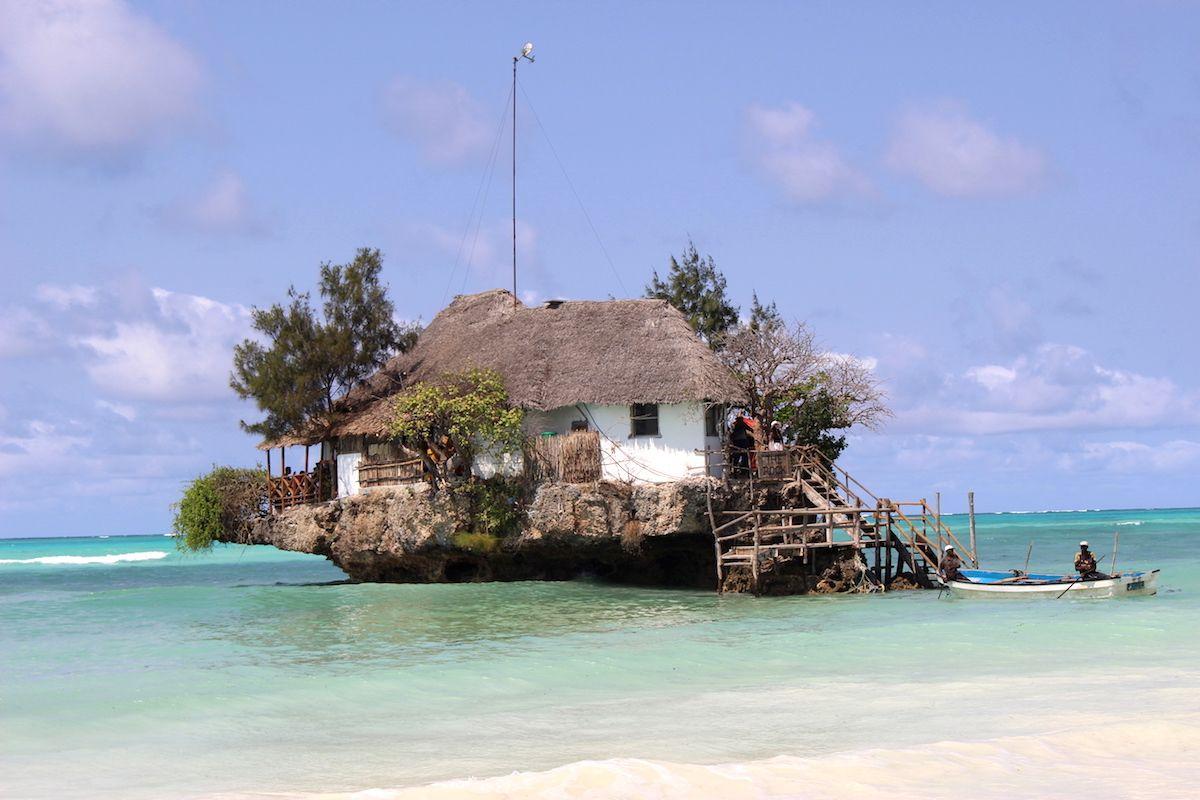 海に浮かぶ絶景すぎる水上レストラン!