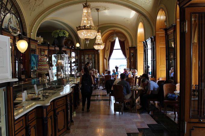 1. 150年以上の歴史をもつ老舗カフェ「ジェルボー」