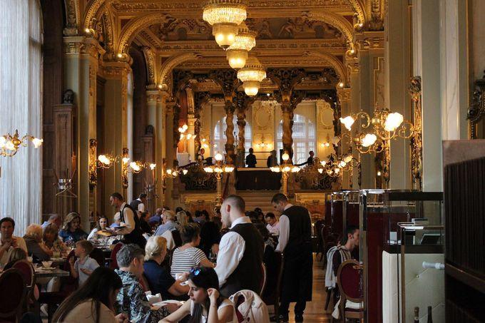 3. 世界一豪華なカフェと名高い「ニューヨーク・カフェ」