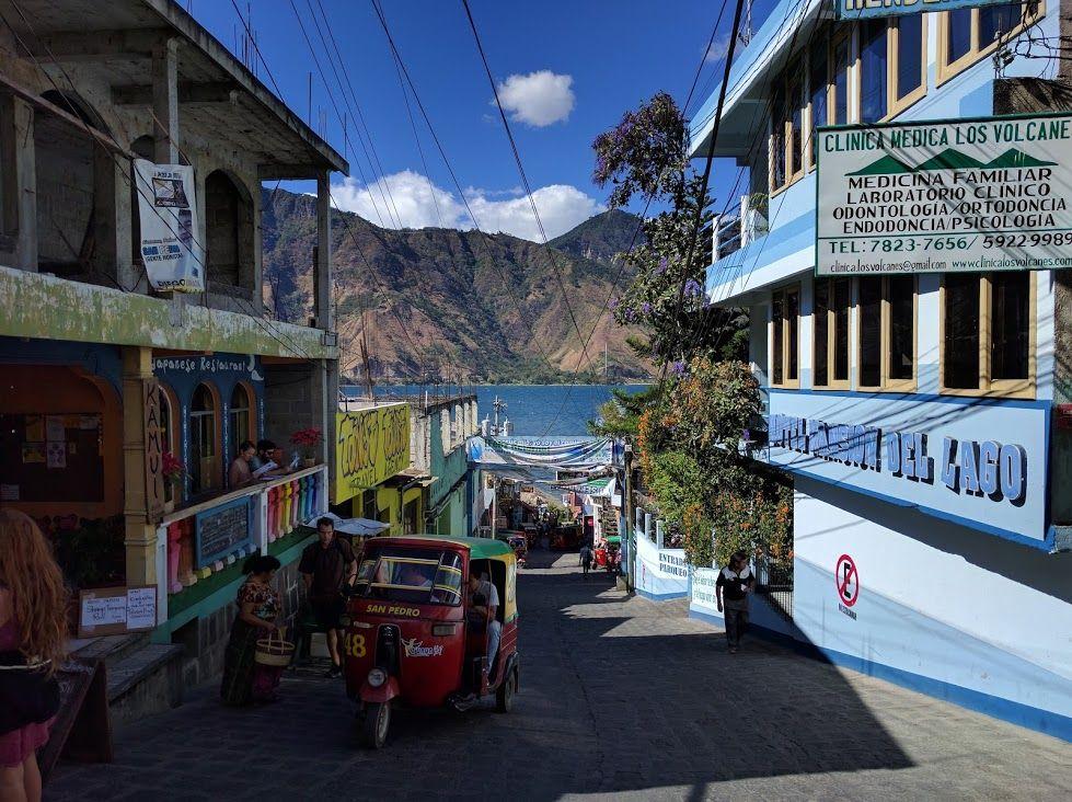 中米一美しい「アティトラン湖」のほとりの町
