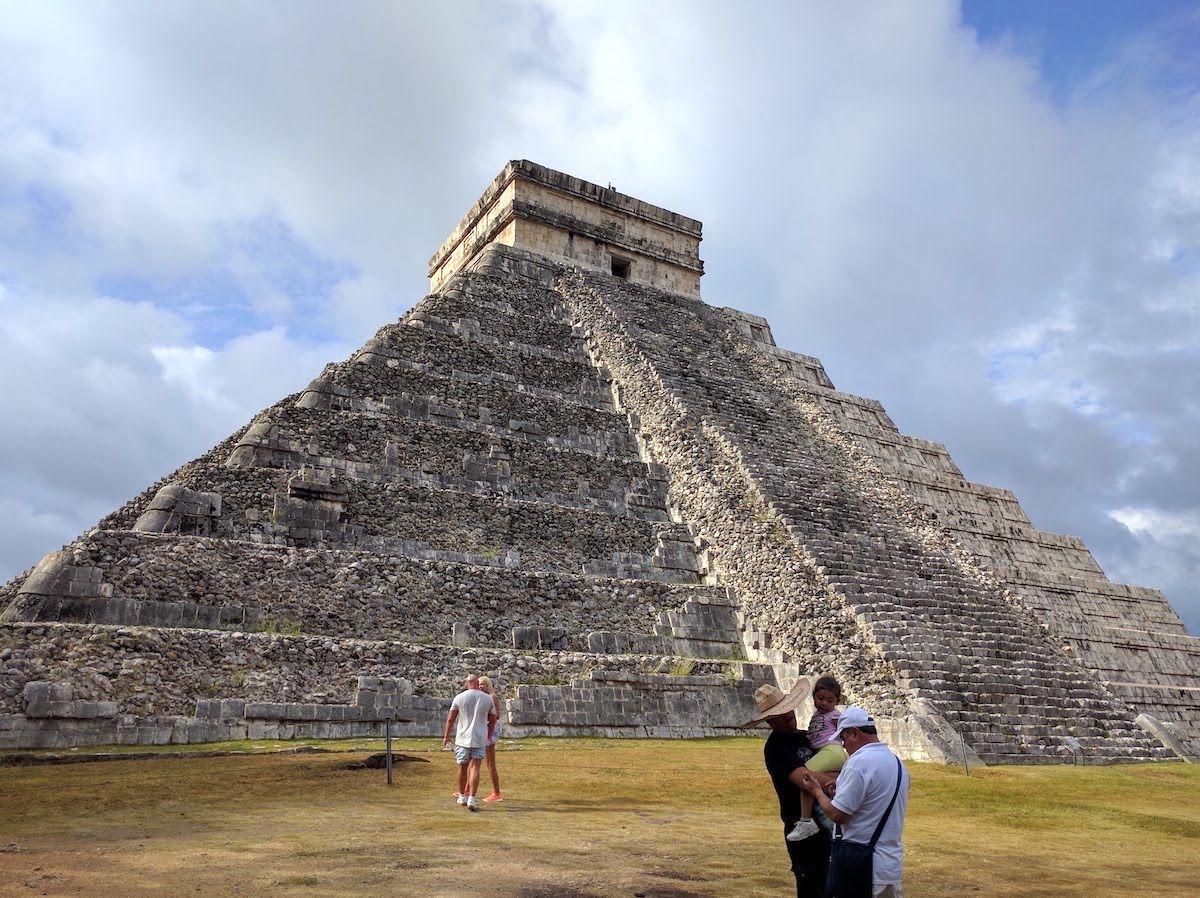メキシコ・マヤ文明の遺跡「チチェン・イツァ」当時の人びとの息吹が生々しい
