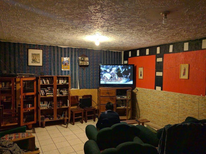 3、映画を観ながら過ごせる「Blue Angel Video Cafe」