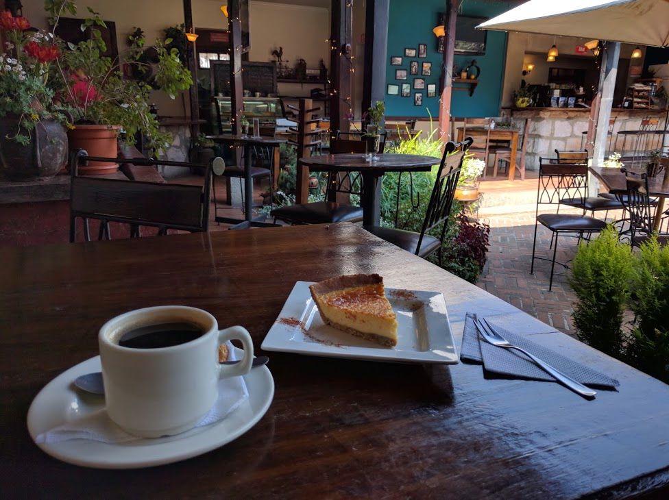 1、街のはずれにある静かなカフェ「Cafe Baviera」