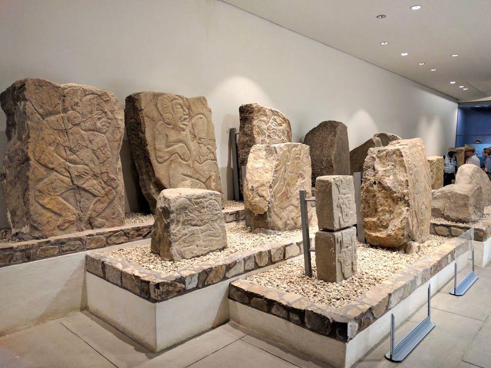 発掘された貴重な出土品が収められた博物館も併設