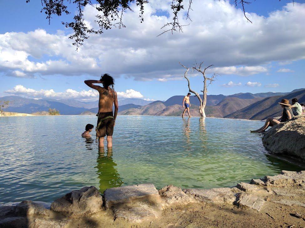 自由に泳げるエメラルドグリーンの絶景