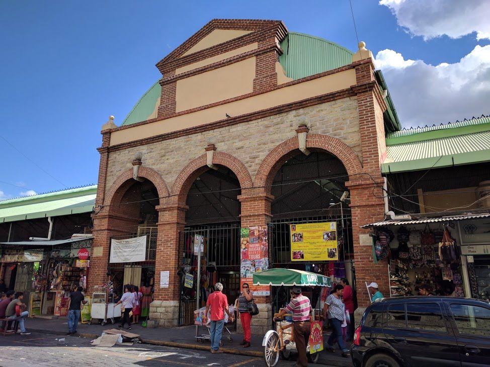 可愛い雑貨にご当地グルメ!メキシコ「ベニート・ファレス市場」