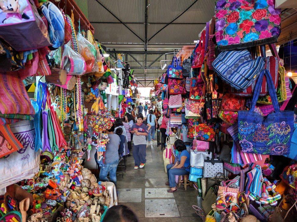 メキシコの先住民たちの文化を受け継いだ民芸品の数々