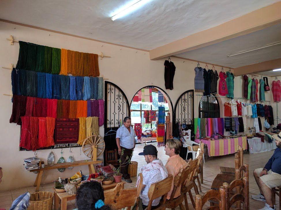美しい「織物」と美味しい「メスカル」の生産過程を見学