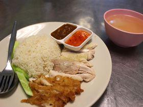 バンコクの繁華街で美味しいローカルフード!「カオマンガイ コータ」