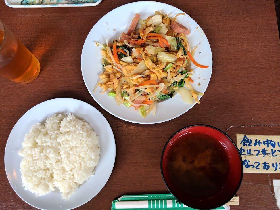 「軽食」の域を軽く凌駕するメニューたち
