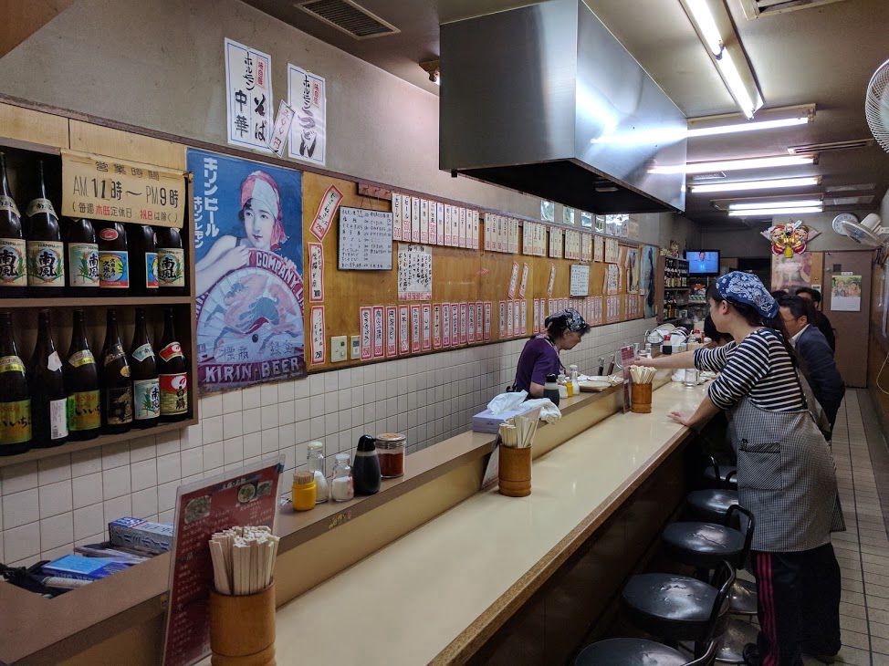 大阪の観光名所「通天閣」のすぐそばにある
