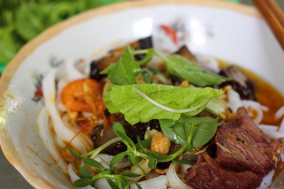 1、ベトナム中部の家庭の味「ミークアン」