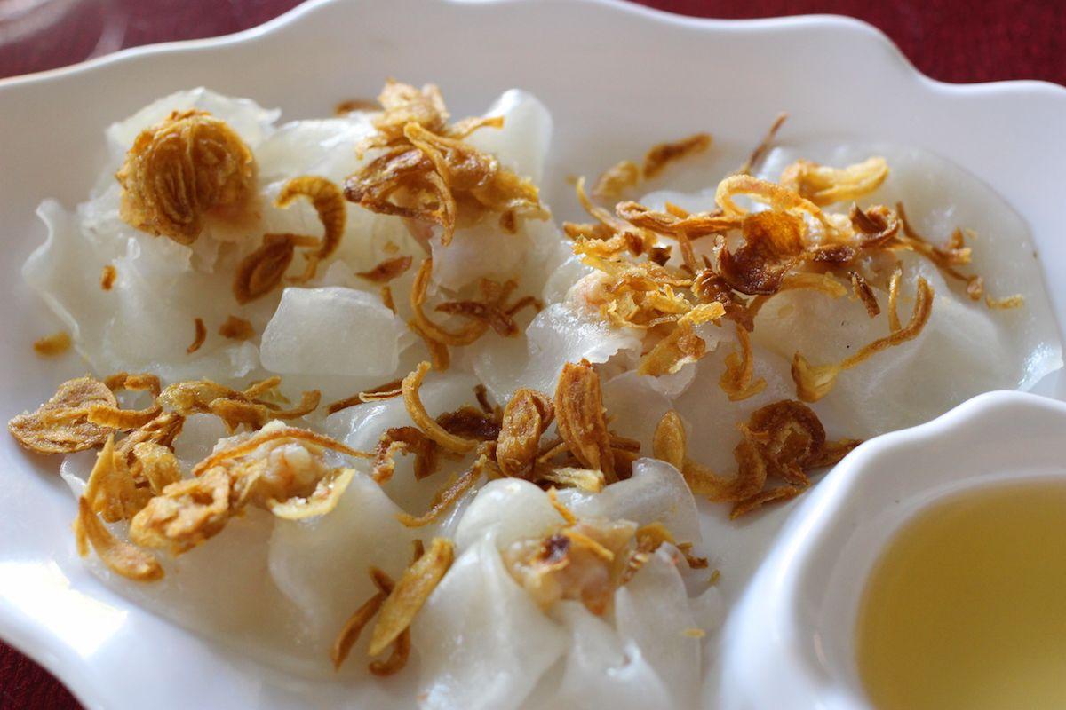 4、白いバラのような名物料理「ホワイトローズ」