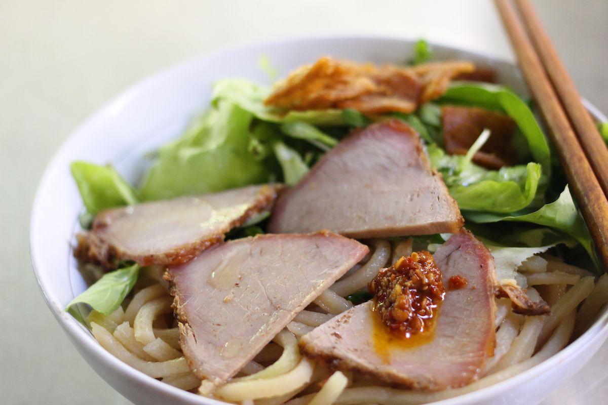 2、日本をルーツに持つ麺料理「カオラウ」