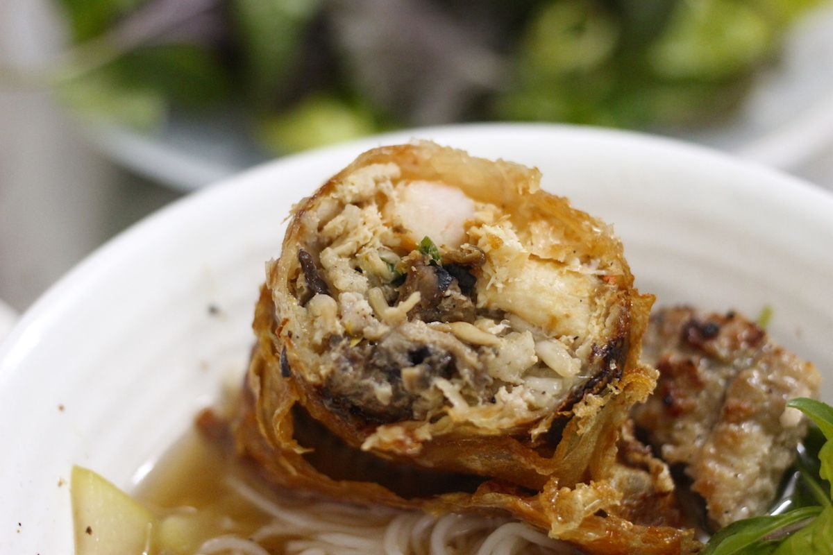 名物「海鮮春巻き」も食べておきたい逸品!