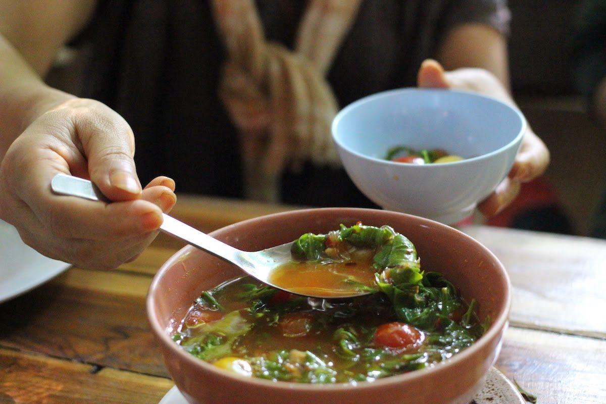 本場の北タイ料理レストランを紹介してくれる