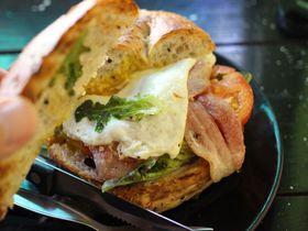 チェンマイでトップクラスの人気店!「ザ・ハイドアウト」のサンドイッチが絶品