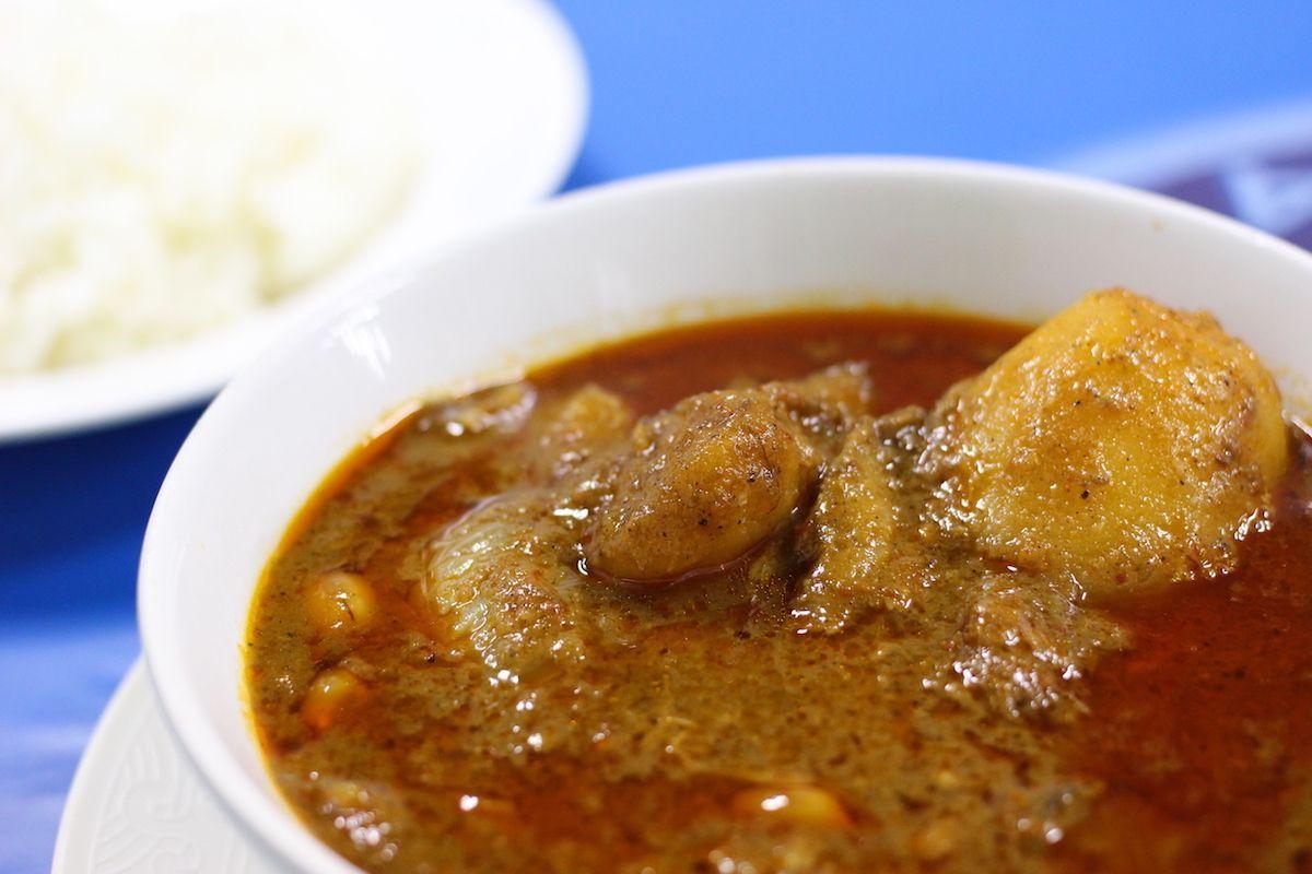 絶品マッサマンカレー!バンコクのローカル食堂「KRUA AROY AROY」