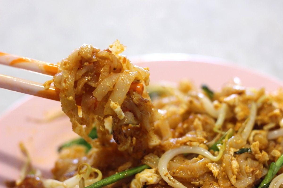 4.平たい米麺の焼きそば「チャー・クイティオ」