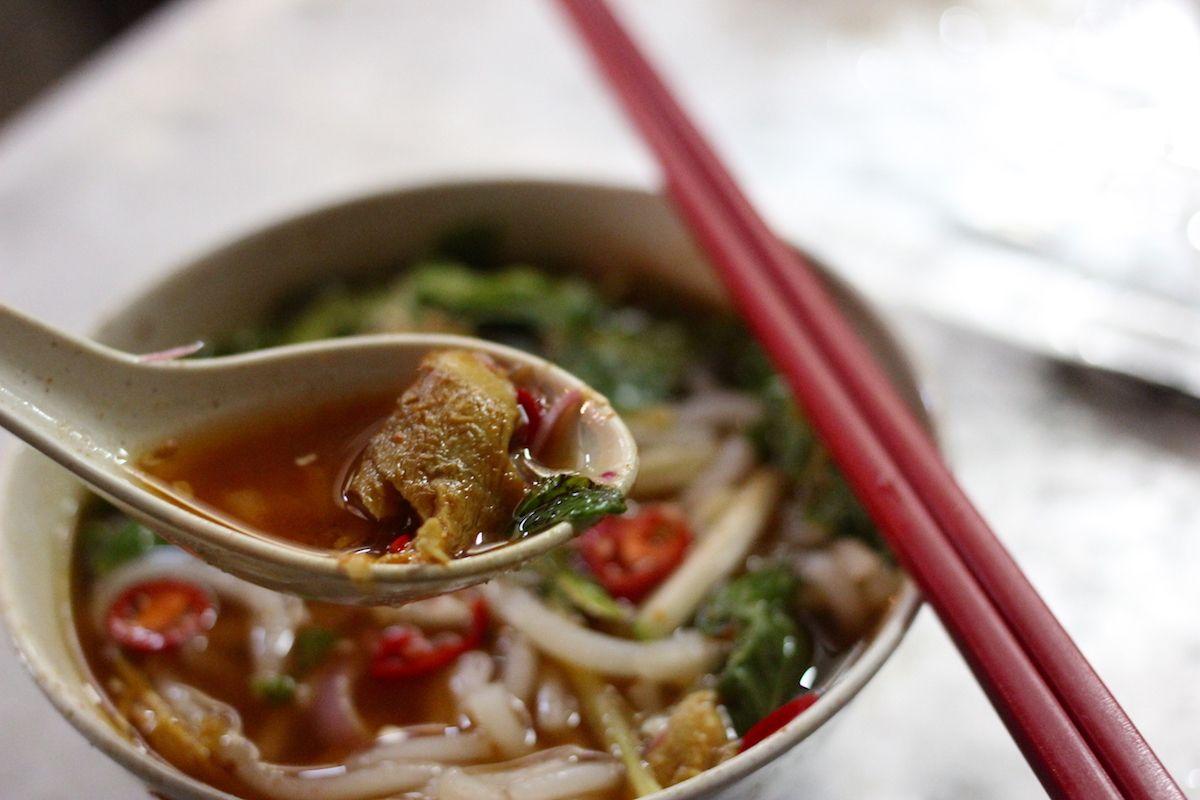 1.辛くて酸っぱい麺料理「アッサムラクサ」