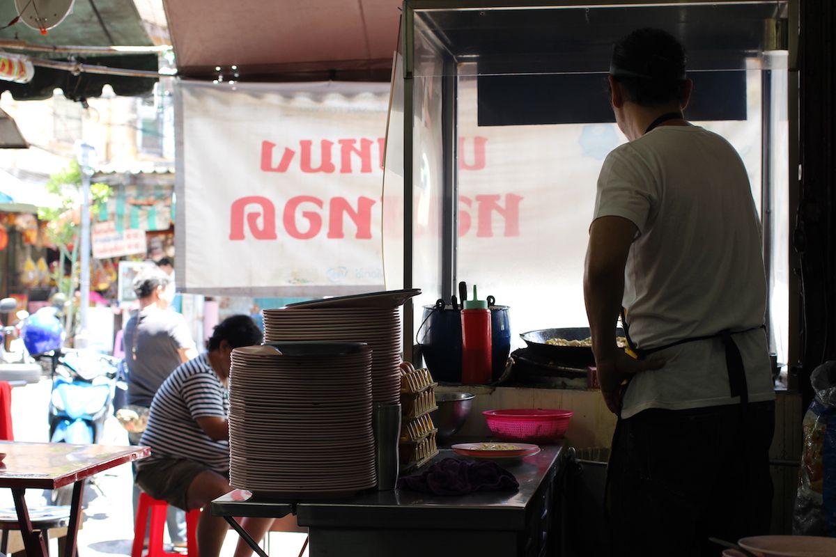お店の外観は一般的なタイのローカル食堂