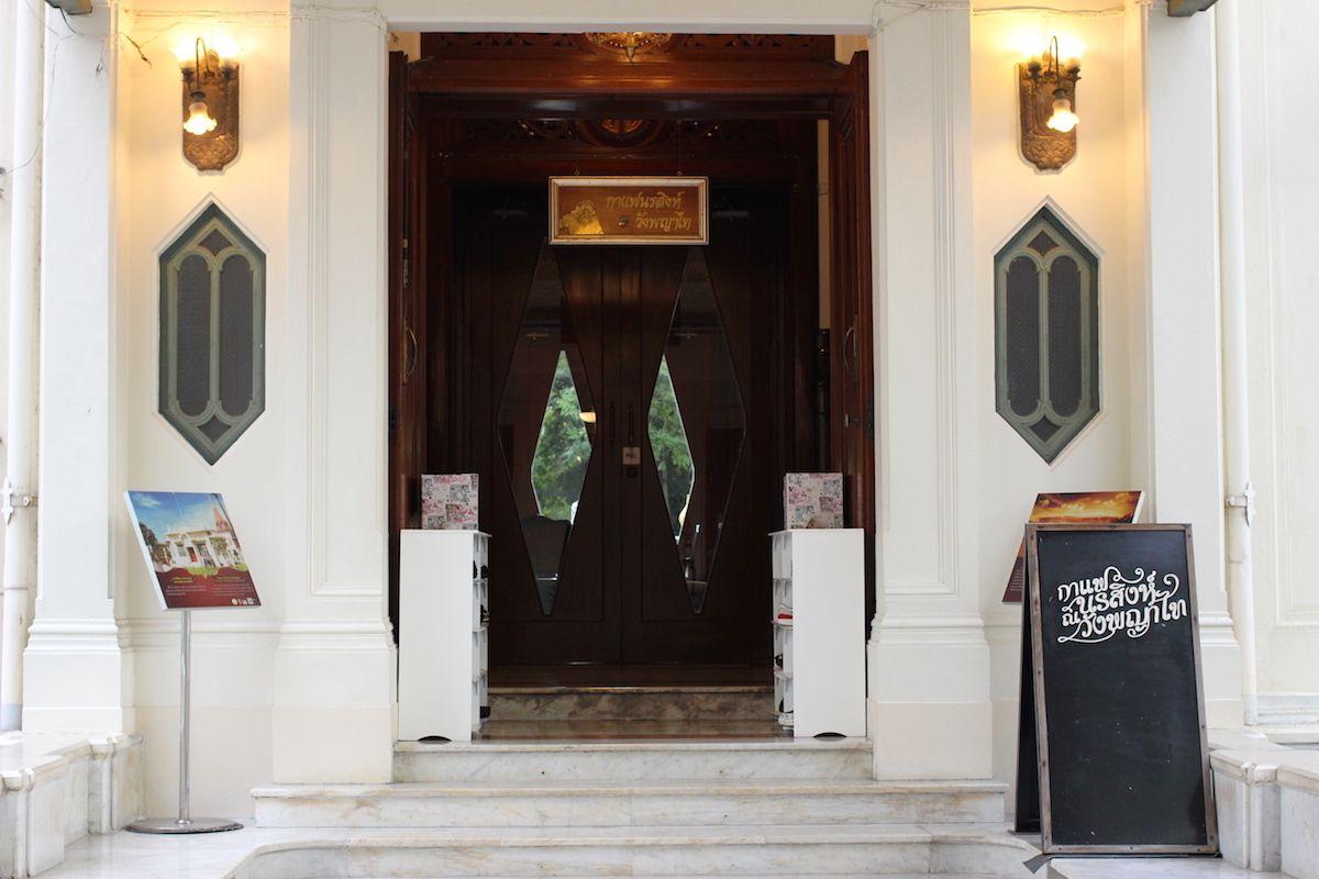 100年の歴史を持つ旧王宮の一角にあるカフェ