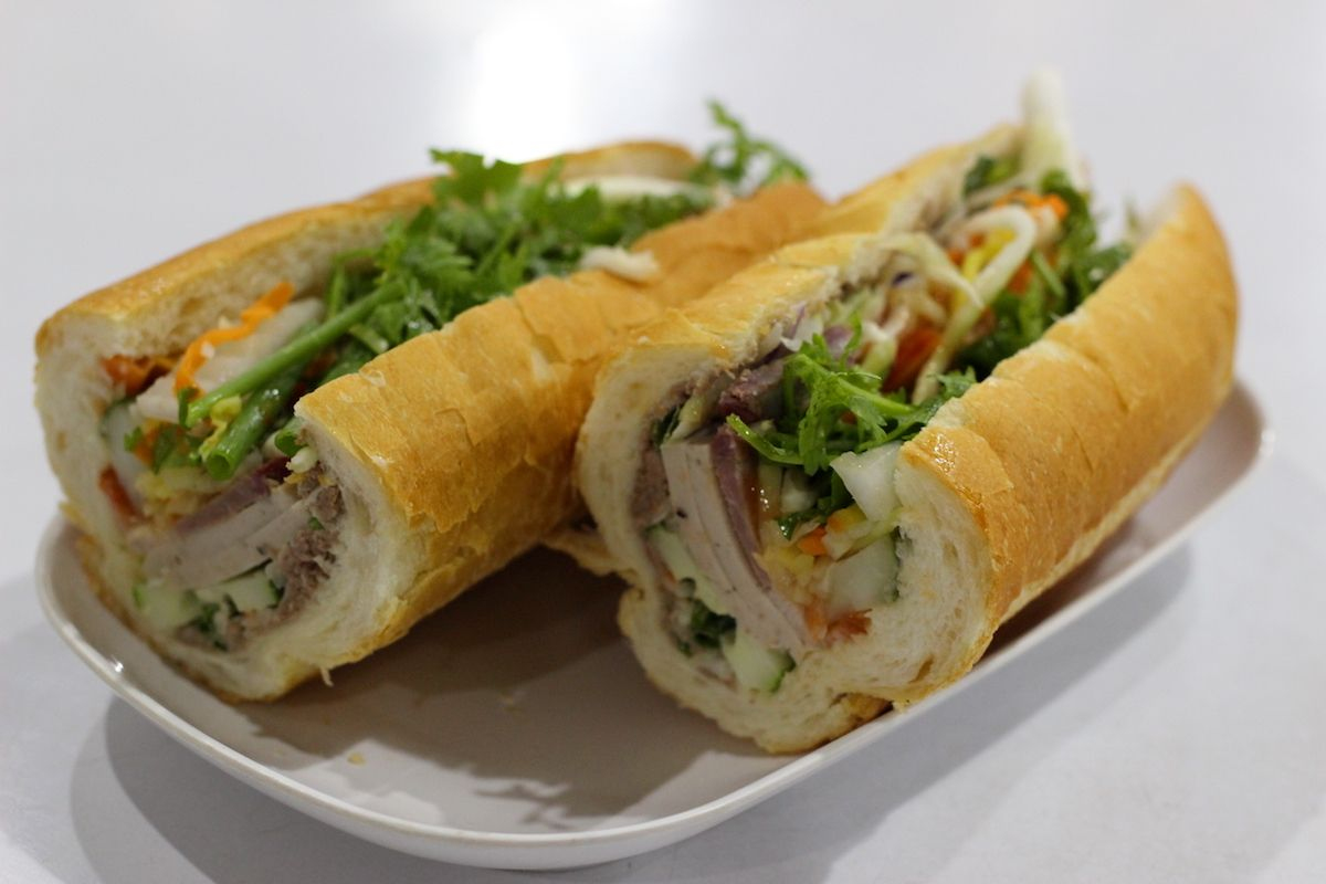 2. ラオス風のサンドイッチ「カオチー」