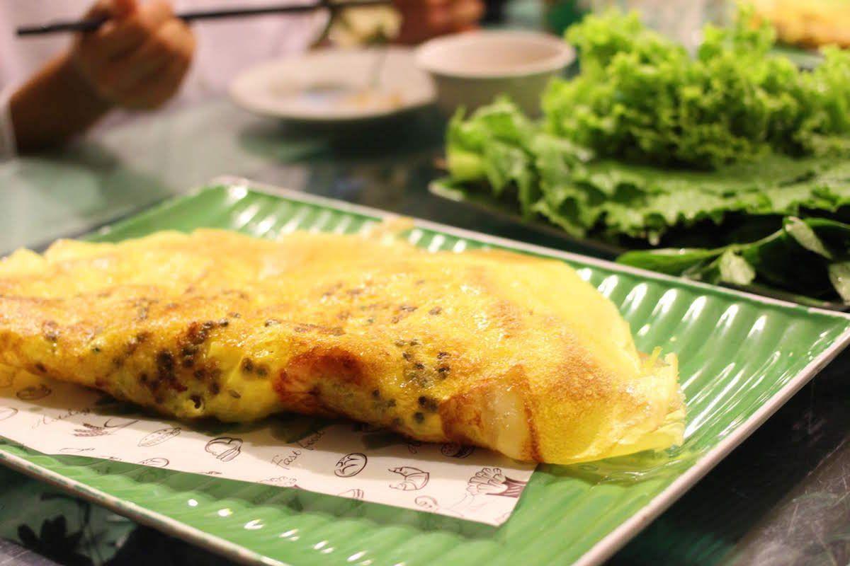 3.ベトナム風お好み焼き「バインセオ」