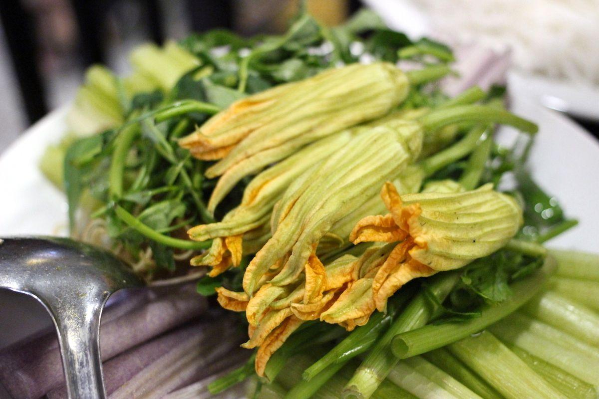 1.ベトナムの華やかな精進料理「花鍋」