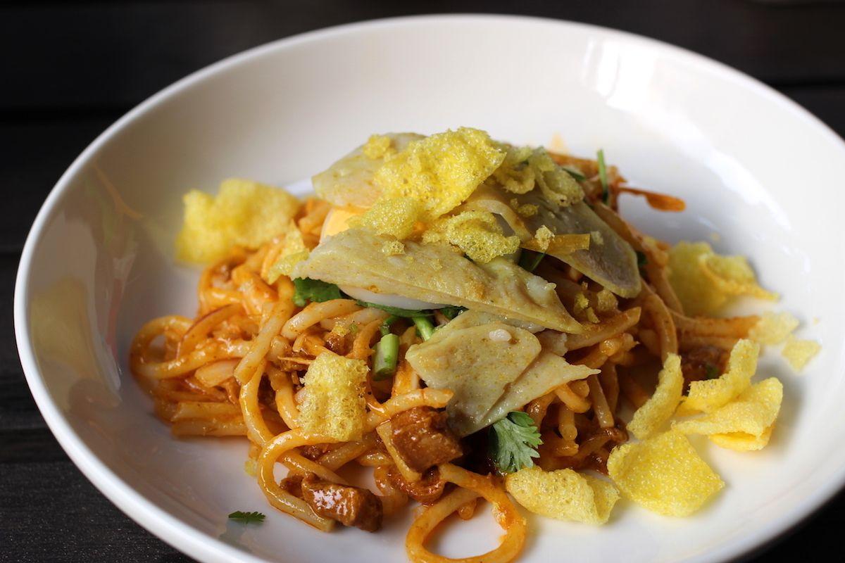 4. ナポリタンみたいなアジアン麺「ナンジートウッ」
