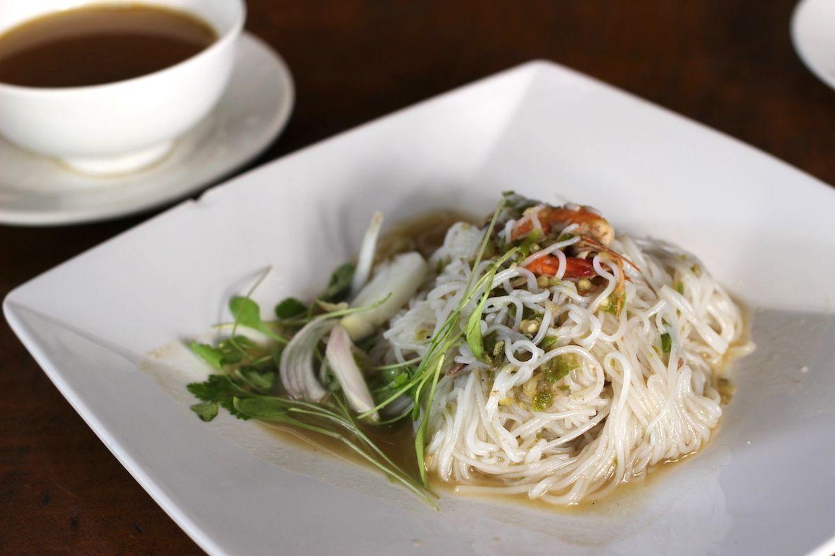 3. スパイシーなシーフード麺料理「モンティ」