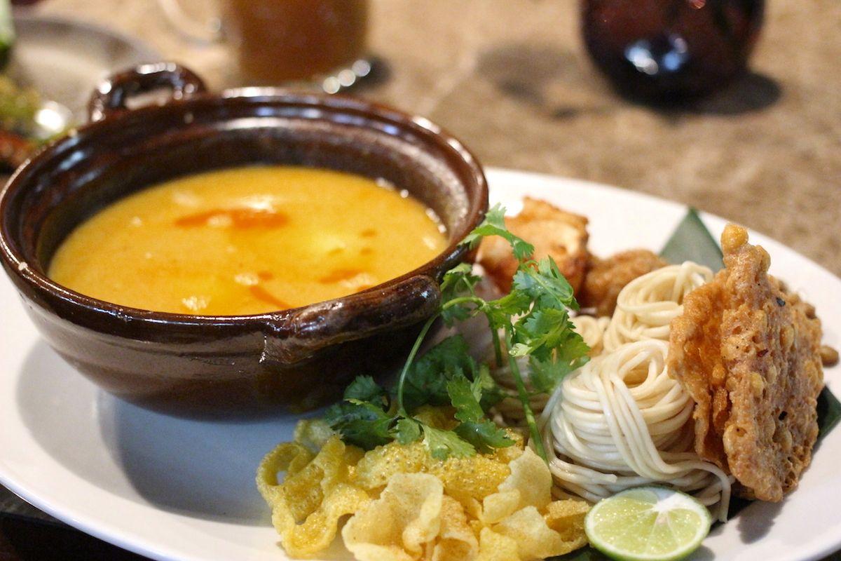 5. ココナッツミルク風味の麺料理「オンノカウスエ」