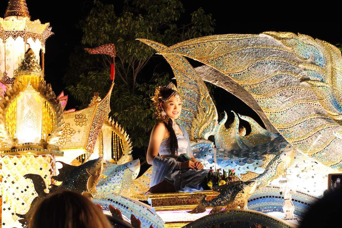 タイの内面に触れられる豪華なパレードも必見