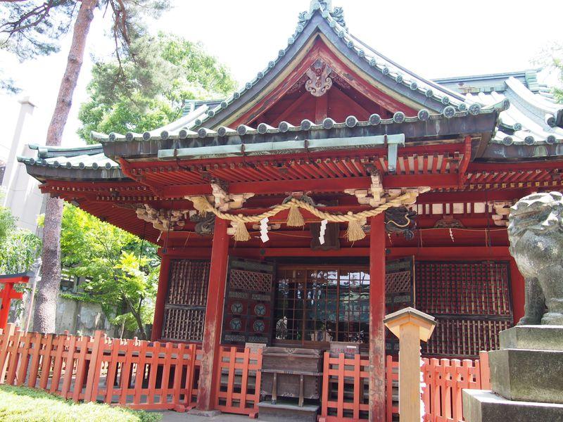 豪華な社殿は必見!金沢の東照宮・朱塗りの「尾崎神社」