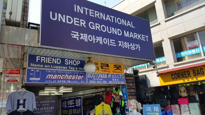 お店の名前は「Friend Shop」