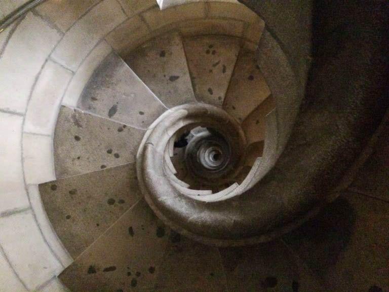 塔は階段で降りるべし!