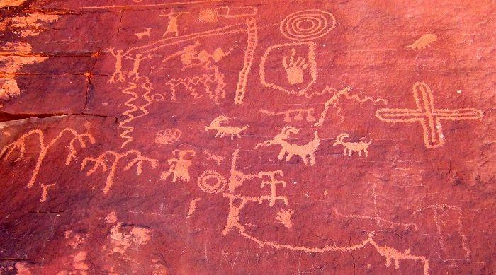 岩に残された先住民族の壁画
