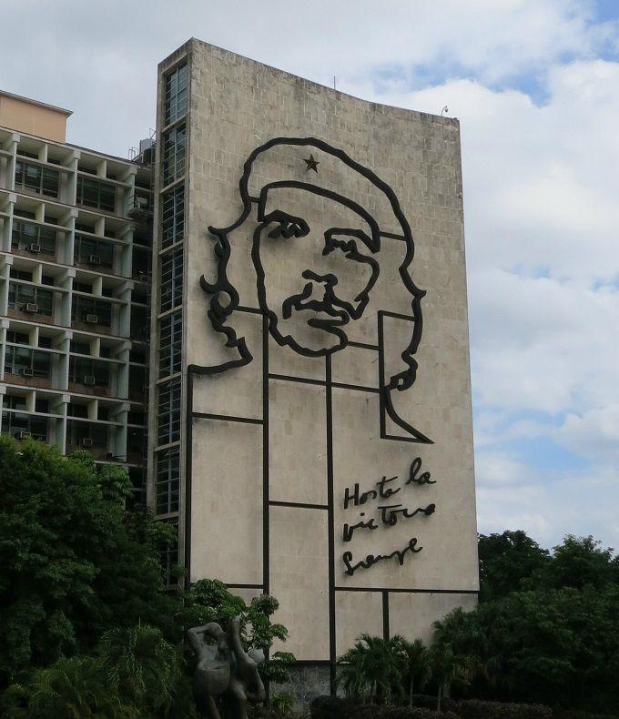 ダブルデッカーバスに乗ってハバナ新市街を観て回ろう!