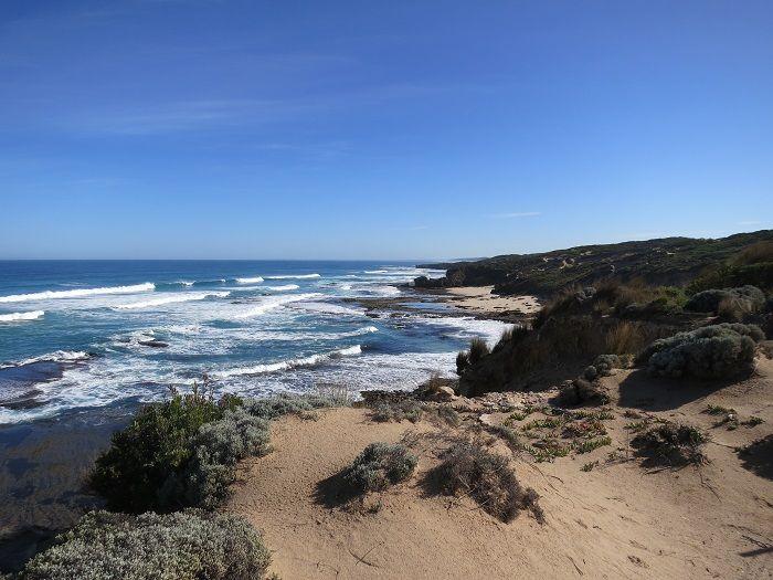 断崖絶壁、荒波の打ち寄せるバス海峡側