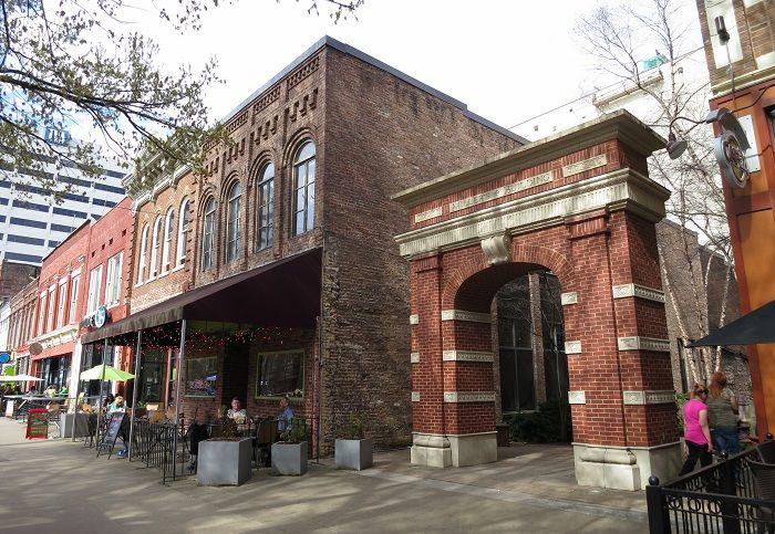 米・テネシー州「ノックスビル」の魅力!古い街並とモダンカルチャーの融合
