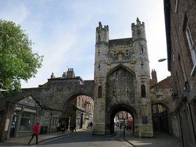 城壁に囲まれた古都!英国北部「ヨーク」で中世にタイムスリップ