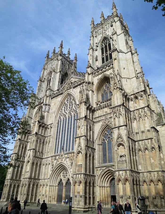 地下には遺跡も! 英国国教会の大聖堂「ヨーク ミンスター」