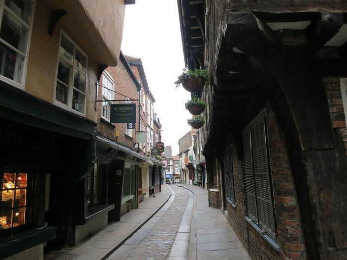 中世の肉屋通り「シャンブルズ」