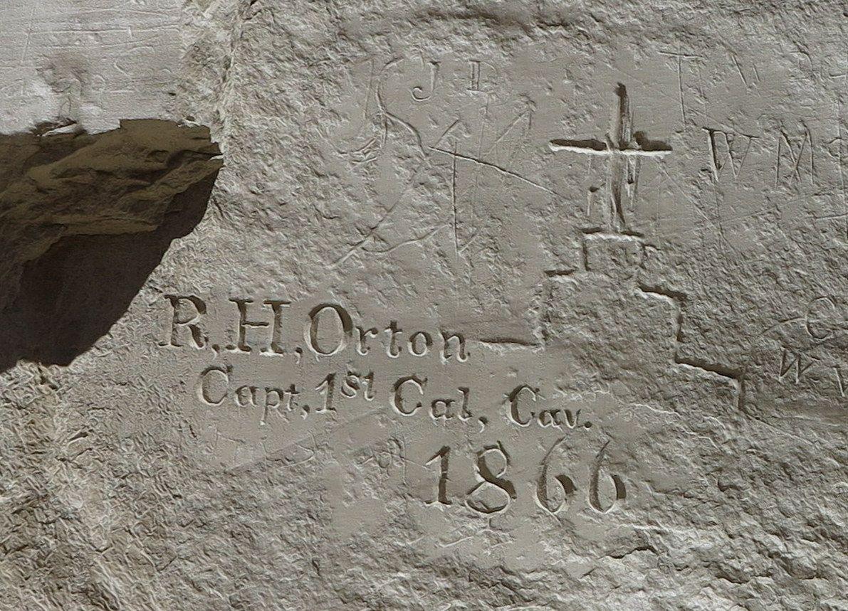 岩壁の落書きから判る「歴史の変遷」