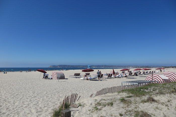 白砂のビーチが美しい「コロナド島」へ