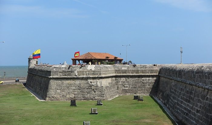 「カリブの海賊」から守るために造られた城壁