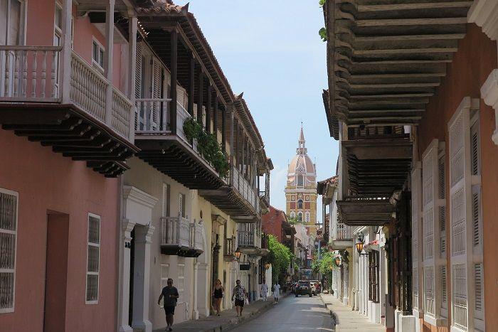 世界遺産にも登録されたコロニアル調の美しい街並み